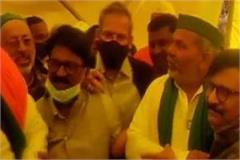 kisan got support from shiv sena sanjay raut reached ghazipur met tikait