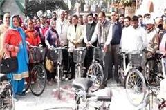agriculture minister distributed bicycles and induction stoves to workers