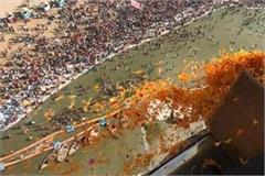 maghi purnima suman rammed by helicopter in honor of devotees on the sangam