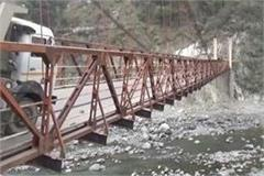 bridge over ravi river collapsed due to overload many people effectively