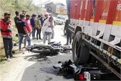 collision between truck and bikes 3 injured