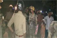 up many policemen injured in stone pelting of people armed with sticks