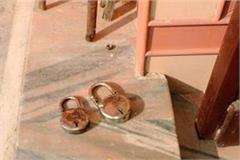 thieves steal thousands of rupees by breaking the lock temple