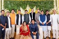 akhilesh took blessings by touching uncle shivpal s feet