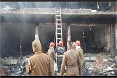 goods worth rs 2 5 crore burnt due to fire in clothes showroom