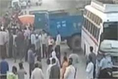private bus and auto collide strongly in gwalior