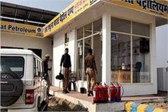 up are elevated robbing rs 3 86 lakh from petrol pump and absconding