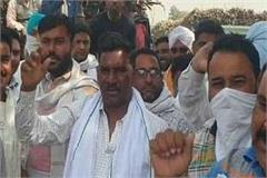 protest of farmers against sugarcane slips