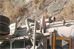 driver injured after overturning in bilaspur