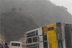 breaking  bus overturns in bandi bandhani dozens injured