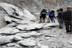 rocks fall in bhuntar manikarna road