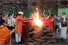 300 year old tradition not broken holkar kalin burnt to government holika