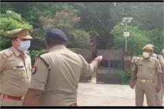 four policemen suspended after prisoner escapes from hospital