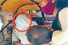 husband dead body in auto wife wandering for funeral with child in her lap