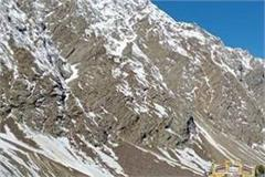 landslide on manali leh road two tourists left from police rescue