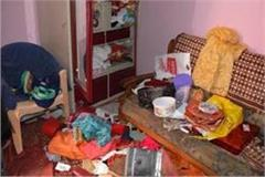 noida lakhs of jewelery and other items stolen from policemen s house