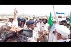 mewat police arrests the farmers who are protesting on the highway