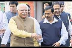 kejriwal talks to cm khattar amidst oxygen controversy