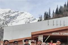 team of engineering students from bangalore reached to watch atal tunnel