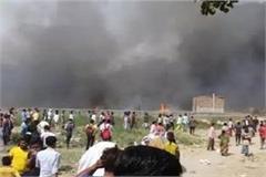 noida fierce fire in slums burnt dead bodies of two children