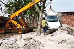 car crushes two laborers in yamunanagar one killed