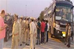 hijacking a bus on yamuna expressway looting the passengers