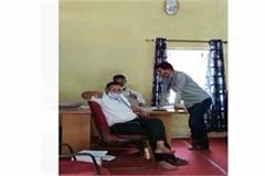 video of school teacher misbehaving in chhatarpur goes viral