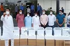 congress mla sanjay shukla gave 10 oxygen machines to the hospital