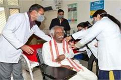 governor taken second dose of covid 19 vaccine