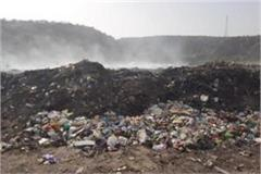 fire in the dumping station made by the city council in the foothills of aravali