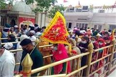 devotee in nainadevi temple
