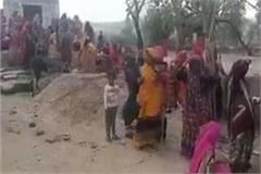 villagers pelted stones at police for stopping bhandara