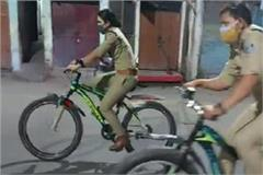 indore police enforcing public curfew on bicycles