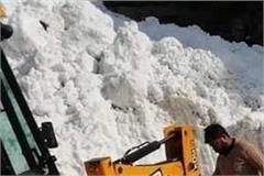 avalanche on tandi kardang road of lahaul jcb driver engulfed