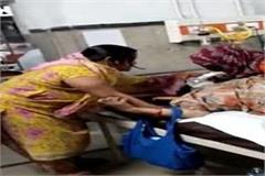 woman reaches forcibly in kovid ward pooja starts removing oxygen mask