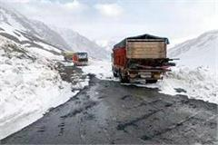 vehicle movement started from manali leh road