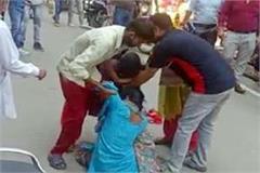 women-fight-on-gandhi-chowk