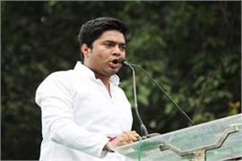there is a fight between mamta banerjee and modi in the lok sabha elections