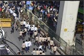 policeman dies in delhi violence home minister amit shah called meeting