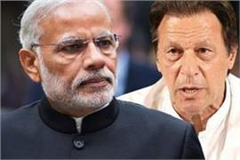 pak media criticise imran khan policies on kashmir