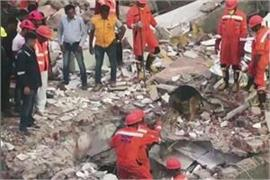 a dilapidated building collapsed in vadodara gujarat