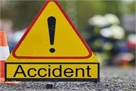 7 people killed when bus and passenger vehicle collide