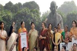 women s share in lok sabha increased by 7 percent in seven decades