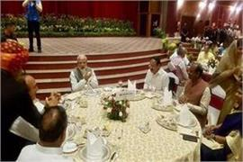 modi gave dinner to mps sonia rahul not included