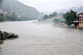 himachal beas water reaches highway traffic stopped on chandigarh manali route