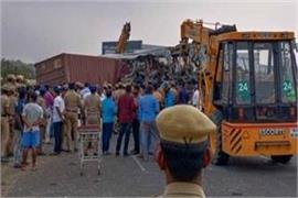 at least 20 people killed after vehicles collide in tamil nadu