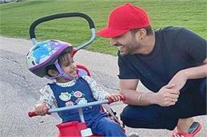jassie-gill-shared-his-daughter-pic
