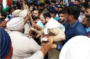 congress and bjp workers fight