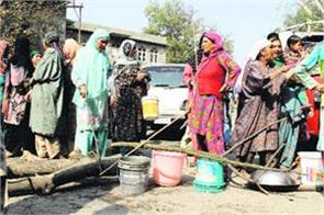 residents of pulwama protest against non availability of drinking water