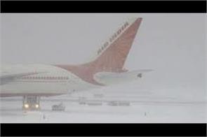 fresh snowfall leads to disruption of air traffic at srinagar airport